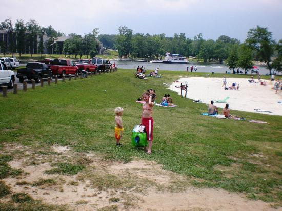 Inn at Pickwick Landing: Our beach on the lake