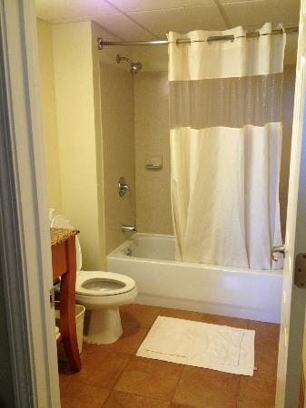 MainStay Suites Knoxville: Very nice bathroom