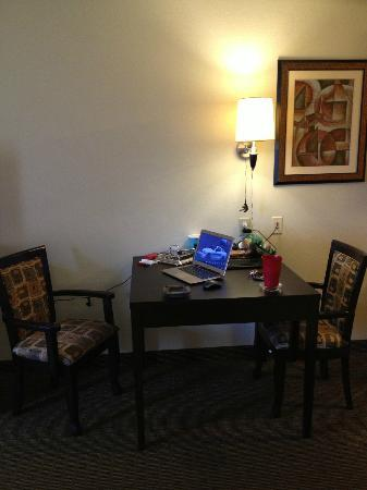 MainStay Suites Knoxville: larger dinning room table