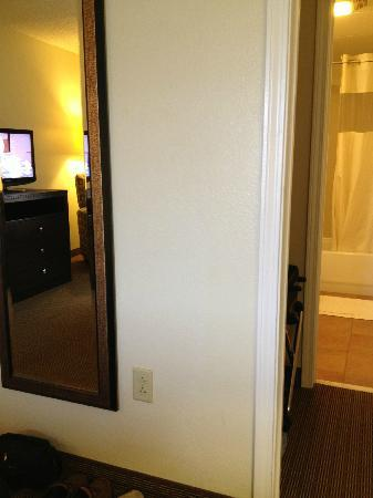 MainStay Suites: mirror