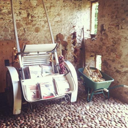 Agriturismo Solimago: Durchgang zum Garten