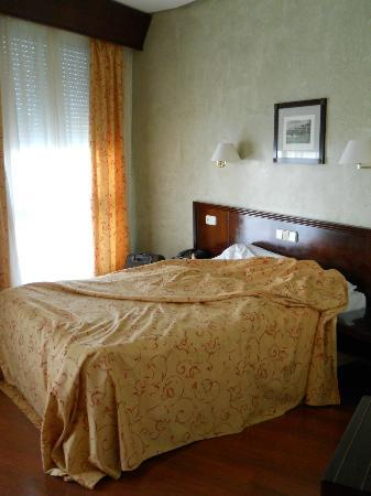 Hotel Derby Sevilla: bedroom pic 1