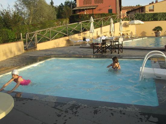 Borgo di Colleoli Resort: piscina del borgo