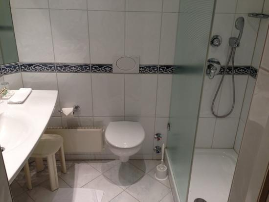 insel-Hotel: bathroom
