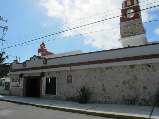 Hotel Hacienda Morelos: Front of Hotel