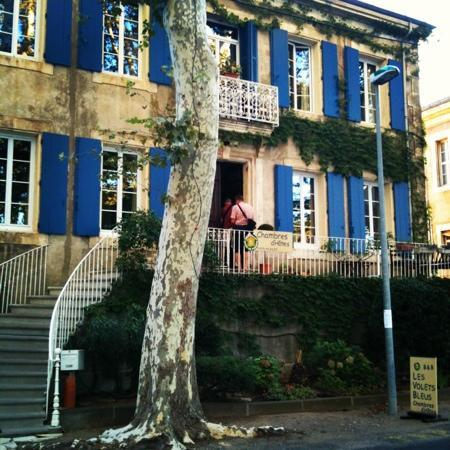 Les Volets Bleus : The shutters are really BLUE