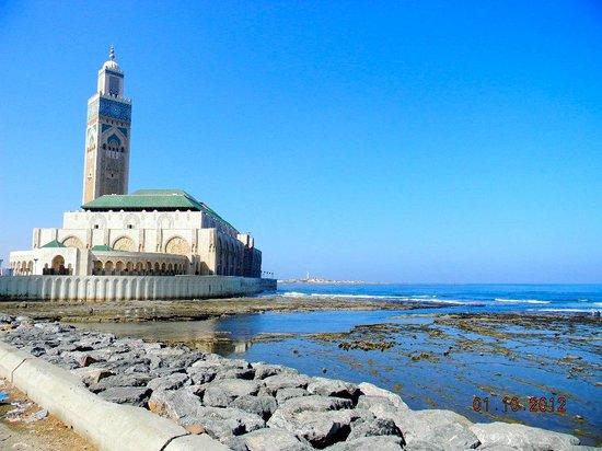 II. Hasan Camii: la Moschea Bianca
