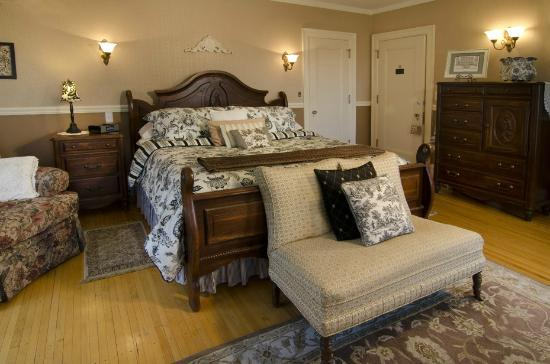 A G Thomson House Bed and Breakfast : The Edwin Hewitt Room