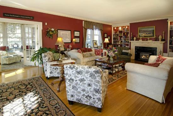 A G Thomson House Bed and Breakfast : Wonderful common areas to relax!