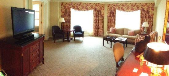 The Logan Philadelphia, Curio Collection by Hilton : Premier Executive Suite - view of room