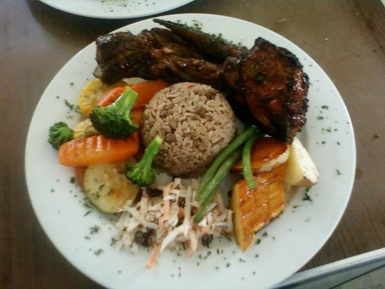 Lion Rock Beach Bar and Grill : Rib and Chicken Lunch