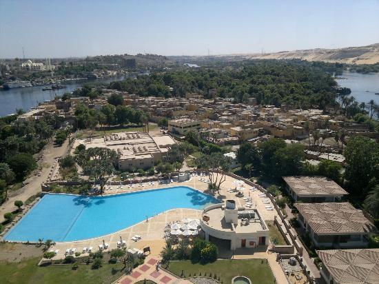 Moevenpick Resort Aswan: View from the 13th floor restaurant, pool and the village