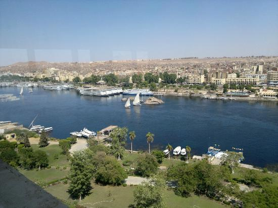 Movenpick Resort Aswan: View from the 13th floor restaurant, of the main city