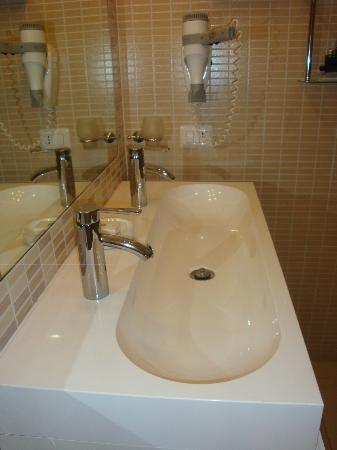 Trevi 41 Hotel: Sink