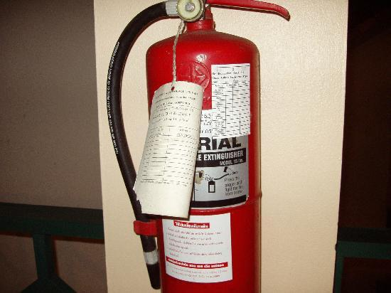 Chaba Cabana Beach Resort: Out of date fire extinguisher. dangerous !!