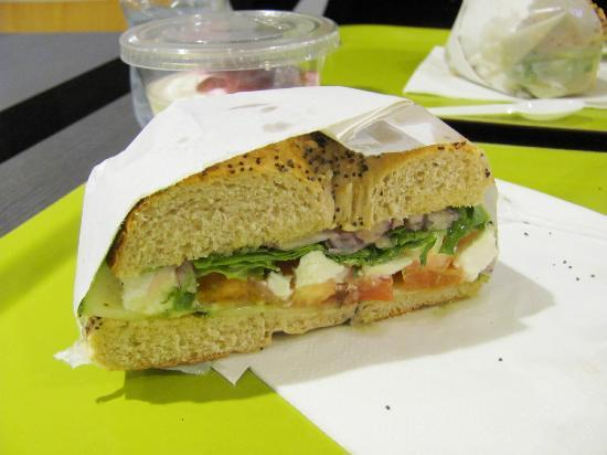 Brook's cafe : Greek bagel