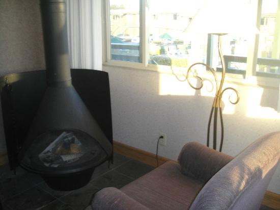 BEST WESTERN PLUS Cavalier Oceanfront Resort: Fire Place