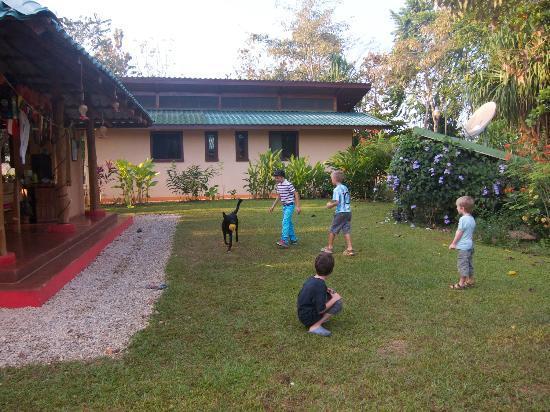 Fidelito Ranch & Lodge : Die Hunde lieben es, mit dem Ball zu spielen