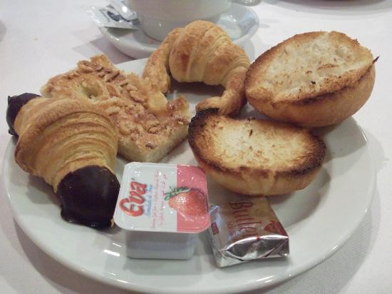 Hotel Paris: desayuno variadas pastas