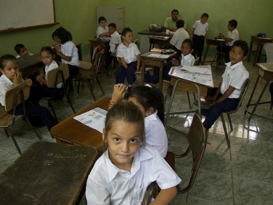 Fidelito Ranch & Lodge: Die Schule in Tambor, von Leon und Brigitte mitfinanziert