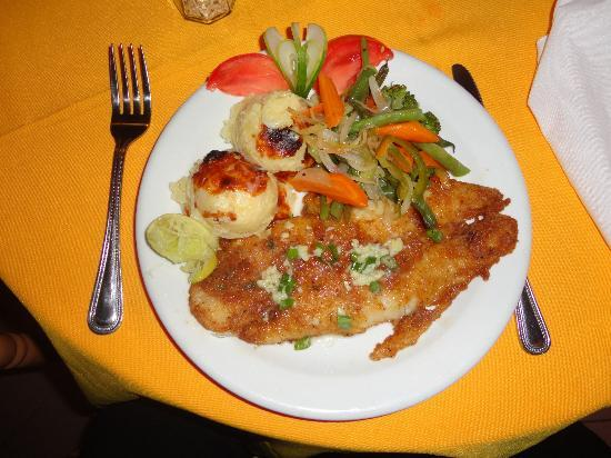 CocoLaPalm Resort : St.Paul's spicy cajun snapper fillet