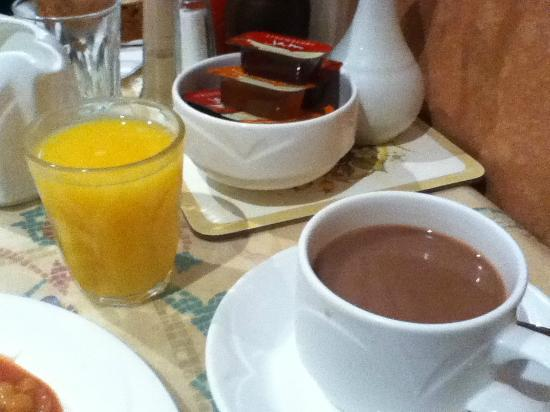 St. David's Hotels: hot chocolate and orange juice