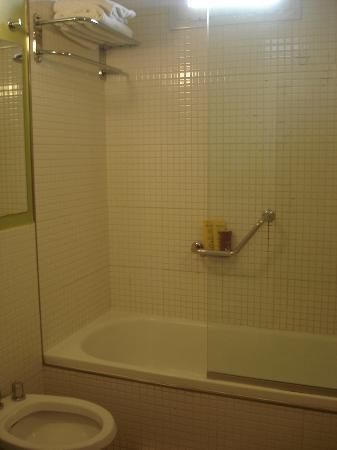 Didi Soho Hotel: Box do banheiro