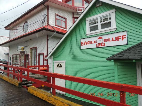Eagle Bluff Lighthouse Bed and Breakfast: Boardwalk to Warf