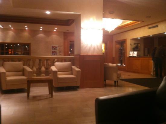 Le Chatelain Hotel: Lobby