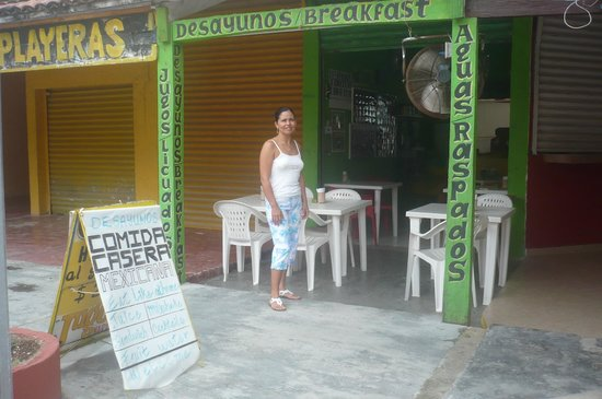 Comida Casera: front of the restaurant, seen from 10th avenue