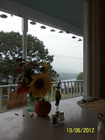 Halladay's Harvest Barn Inn: Looking out the front window to the front porch