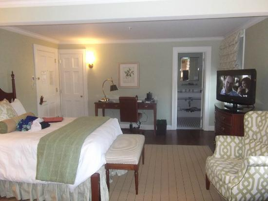 Lord Jeffery Inn: Another view of the room