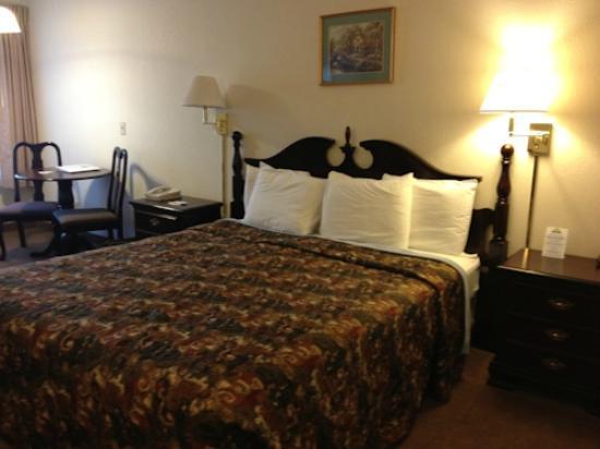 Days Inn Sutter Creek: our bedroom