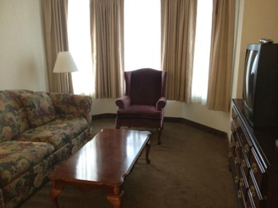 Days Inn by Wyndham Sutter Creek: the extra sitting, TV room in our suite