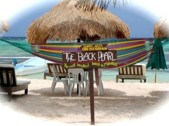 The Black Pearl: Excellent food & a great beach!