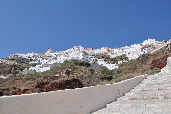 Εσπέρας : path up to hotel from amoudi