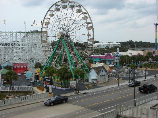 Westgate Myrtle Beach Oceanfront Resort: Daytime view of the ferris wheel from balcony