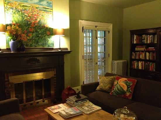 The Lancaster Bed and Breakfast: Lancaster B&B main living room