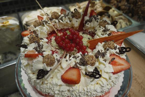 Schoko Erdbeer Torte Bild Von Eiscafe Cortina Schweinfurt