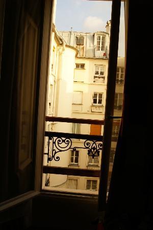 Hotel de l'Alma: A janela do quarto