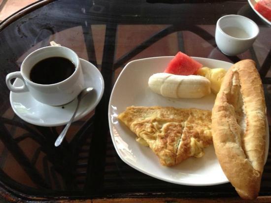 Hak's House Residence: Complimentary Breakfast