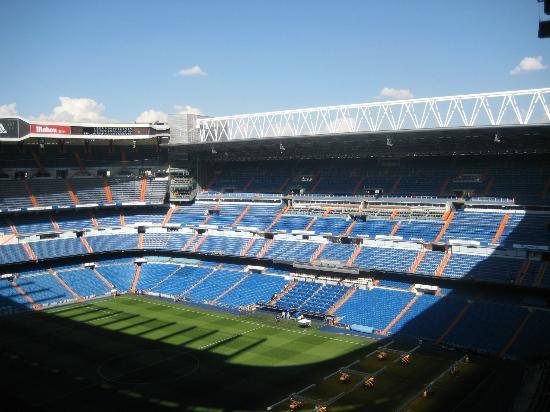 Estadio picture of stadio santiago bernabeu madrid for Estadio bernabeu puerta 0