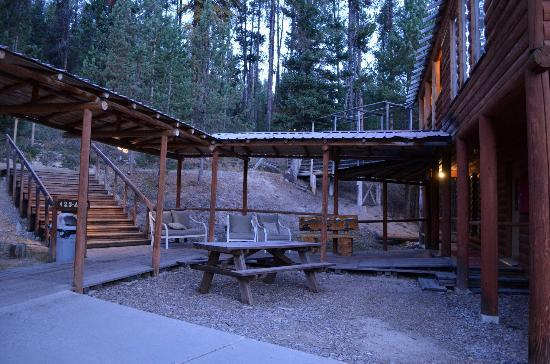 The Lodge at Lolo Hot Springs: Outside sitting area and trails