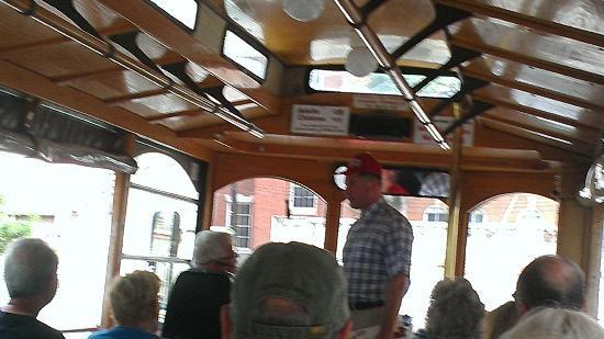 Staybridge Suites Savannah Historic District: Forest Gump on trolley tour