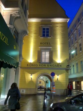 Hotel Konig Von Ungarn: Old Vienna