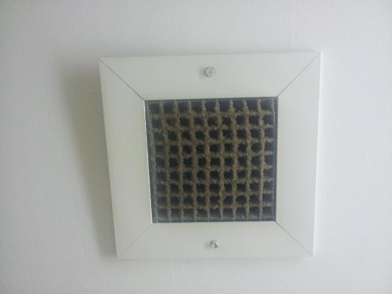 Country Inn & Suites by Radisson, Bessemer, AL: The vent in room # 2
