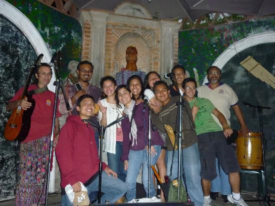 La Peña de Sol Latino : con el grupo sol latino