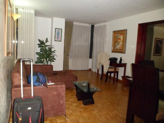 Aparta Suite Torre Poblado: sala en la habitacion