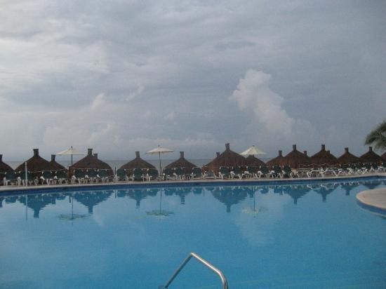 Occidental Grand Cozumel: Activities pool overlooks the beach area.
