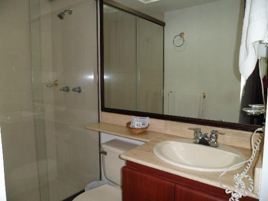 Aparta Suite Torre Poblado: Muy limpio, grande y comodo